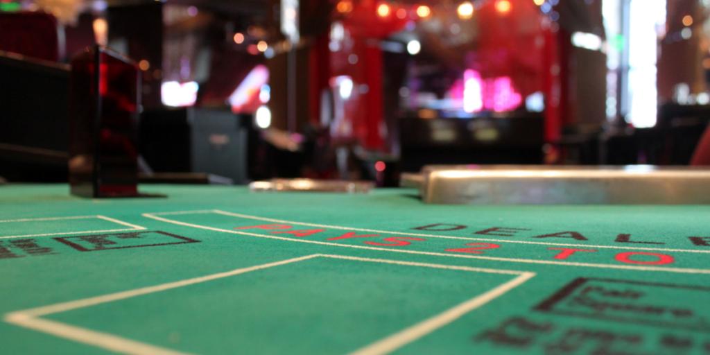 Dagens Postbilder De Top 5 Casino inspirerade låtarna du bör lyssna på som en kasinospelare Luck by a Lady by Frank Sinatra 1024x512 - De 5 bästa kasino-inspirerade låtarna du borde lyssna på som en kasino-spelare