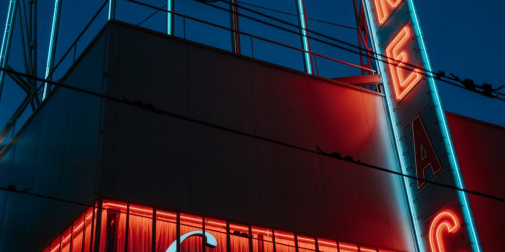 Dagens Postbilder De Top 5 Casino inspirerade låtarna du bör lyssna på som en kasinospelare Waking Up in Vegas by Katy Perry 1024x512 - De 5 bästa kasino-inspirerade låtarna du borde lyssna på som en kasino-spelare